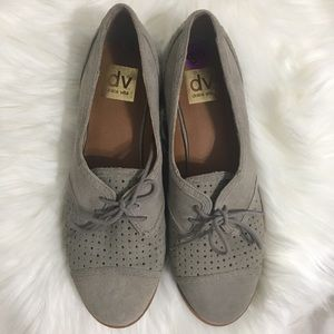 Dolce Vita Preforated Laced Up Oxford Flats | 8.5
